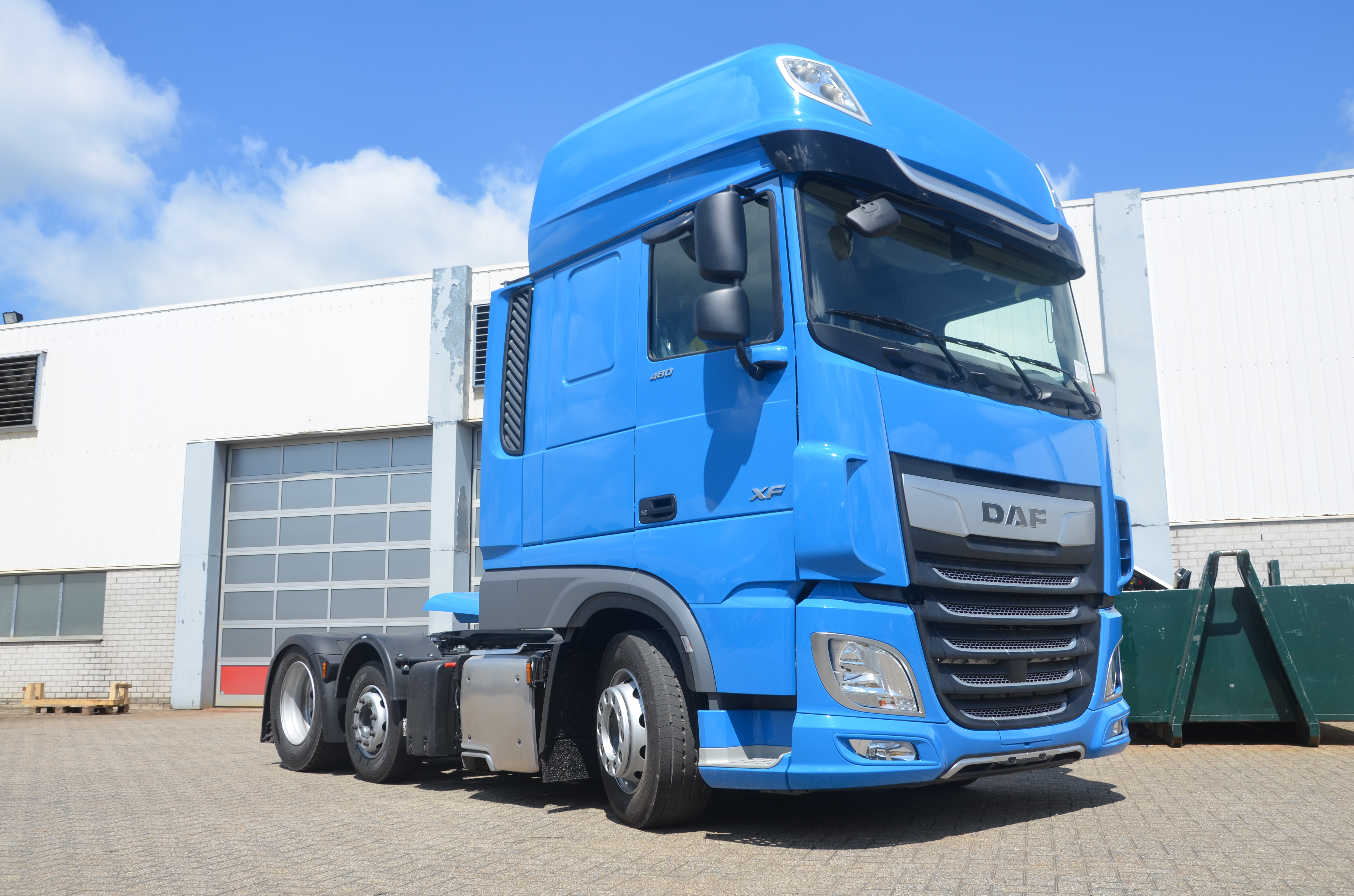 DAF XF 6x2 Low-Deck tractors with EML-axles for Jan de Rijk